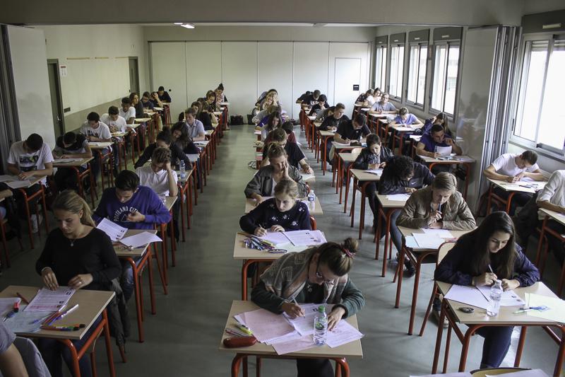 Lycée <br>Remise du Bac